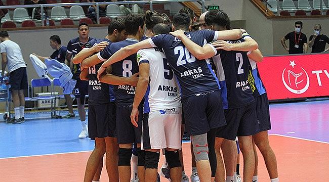 TSYD İzmir turnuvasında Arkas'tan Altekma'ya set yok