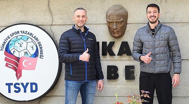 Halkbank sezonu derbi ile açıyor