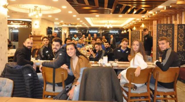 Sorgun Belediyespor'da Galatasaray maçı öncesi moral yemeği